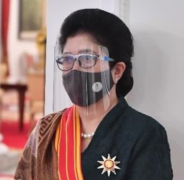 Prof. DR. Dr. Nila F. Moeloek, SpM(K), mendapat penghargaan  Bintang Mahaputra  Adipradana dari presiden RI